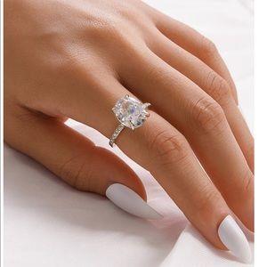 Jewelry - Ring Rhinestone Detail silver new sz 7